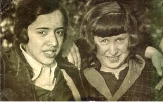 Leman Tomsu y Münevver Belen en el Instituto femenino Erenköy, Estambul.