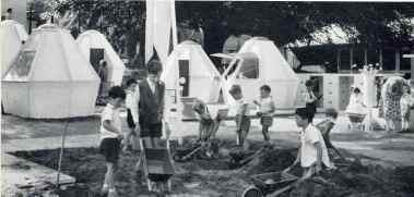 Annemarie Hubacher-Constam y Hans Otto Hubacher. iglus para niños en Saffa 1958 Zurich.
