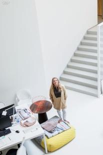 Patricia Urquiola en su estudio.